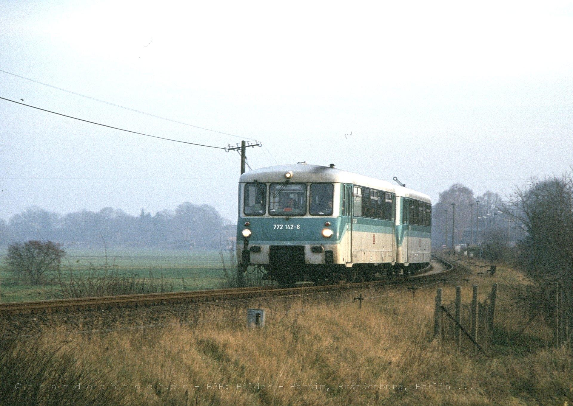 772 142-6 bei der Ausfahrt aus dem Bahnhof Joachimsthal