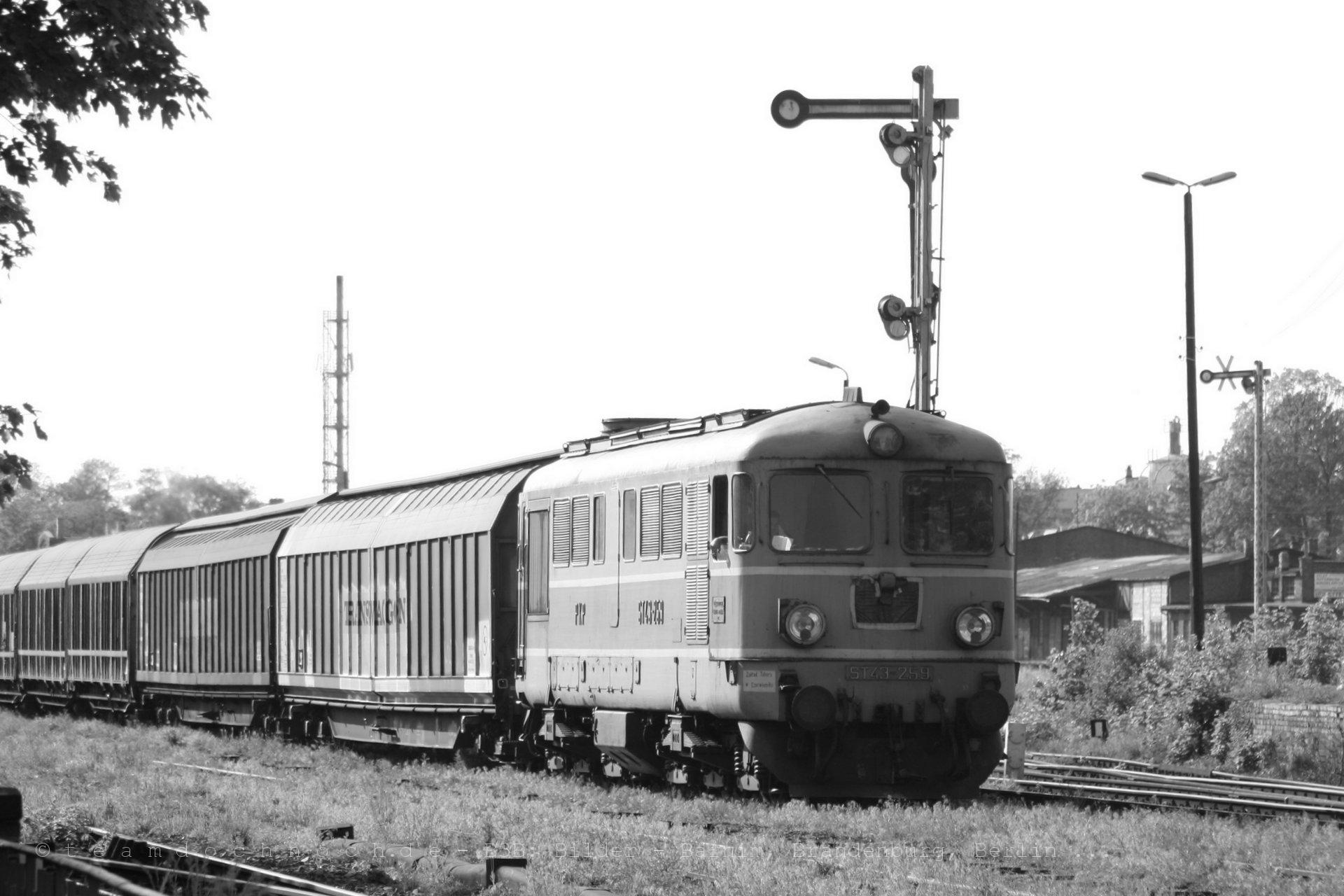 ST43-259 mit einem Güterzug auf dem Weg nach Osten