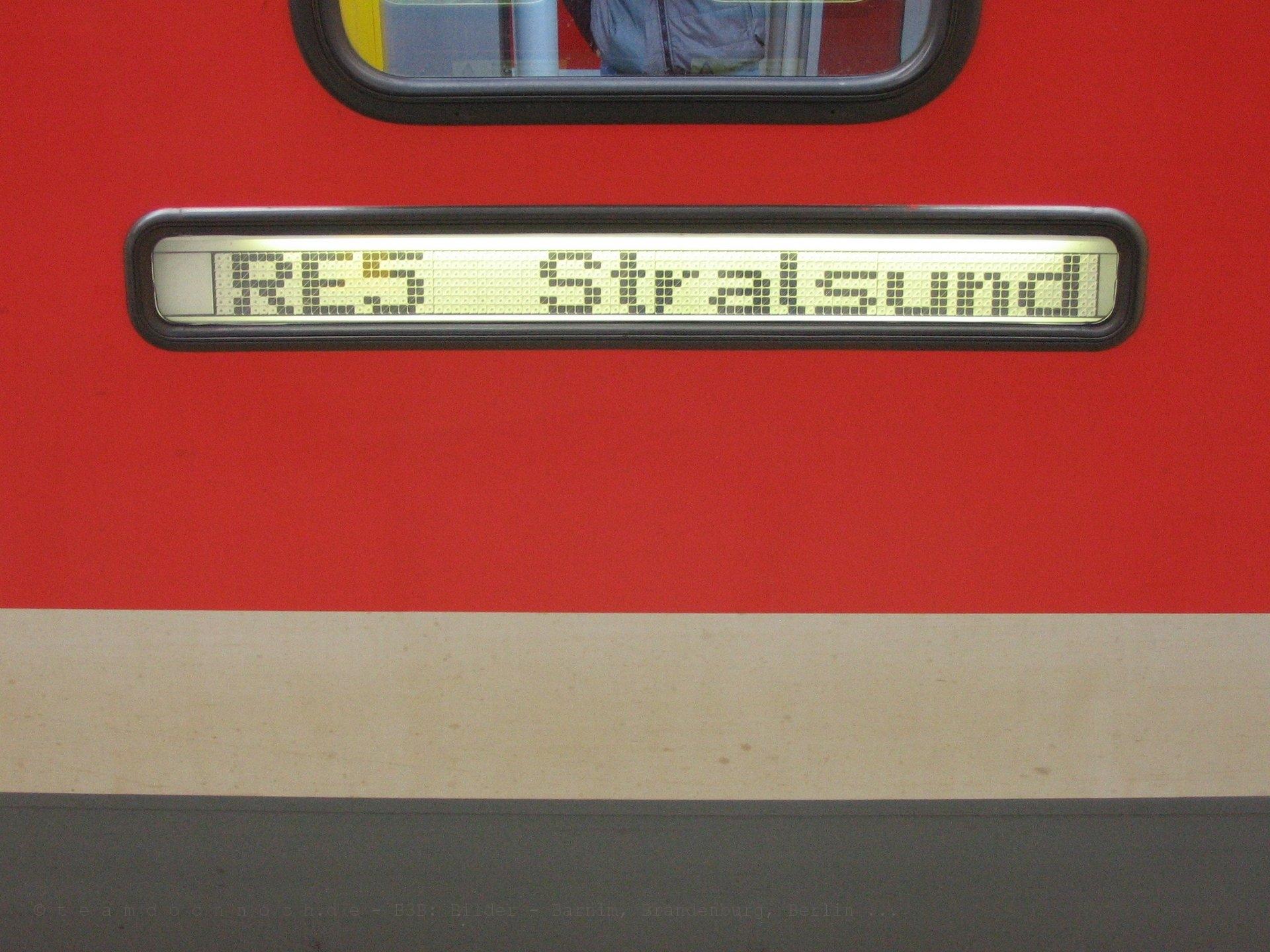 628 640-2 als RE5 aus Stralsund im Bahnhof Neustrelitz