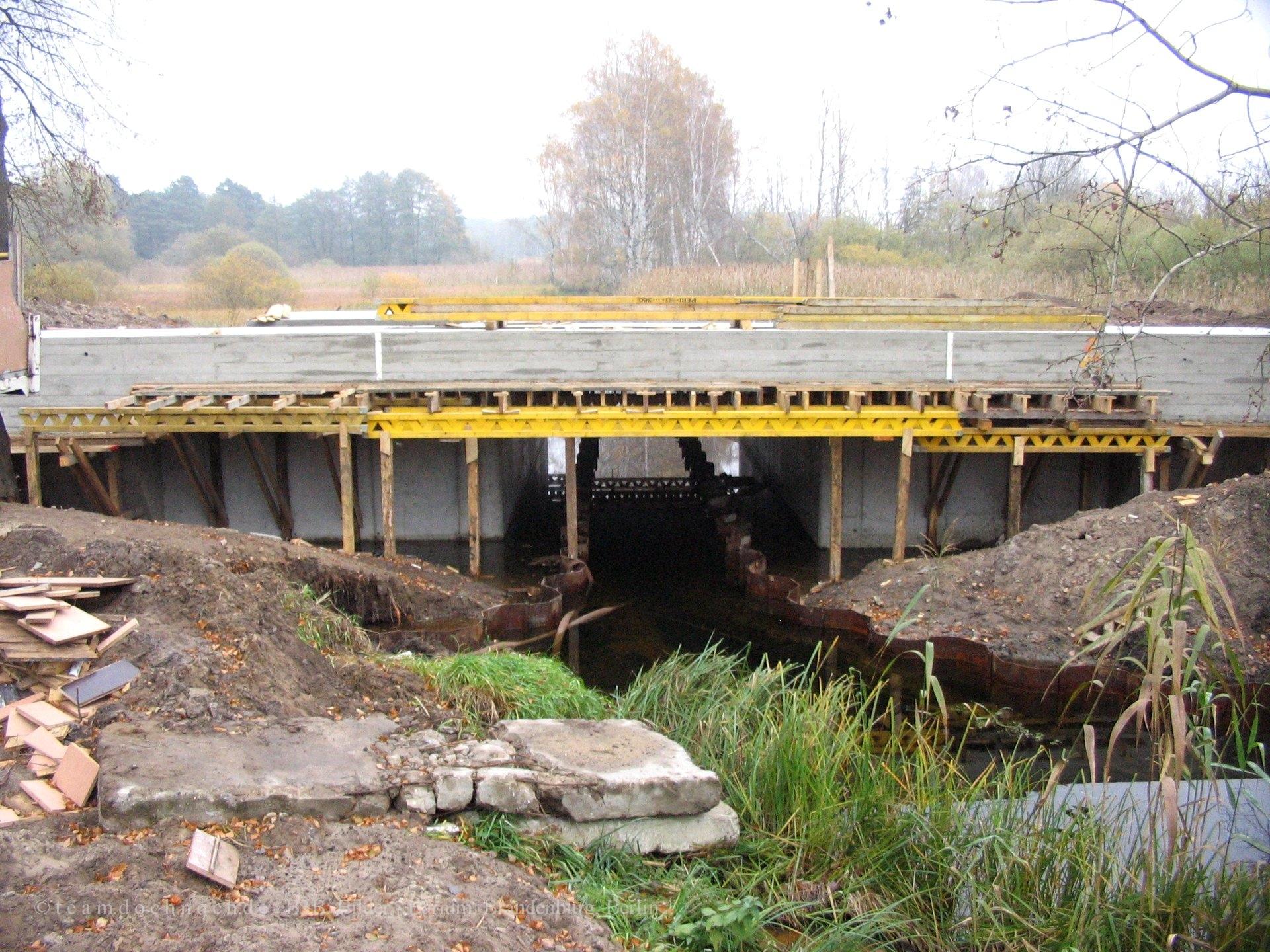Neubau der Brücke über das Kalte Wasser bei Britz
