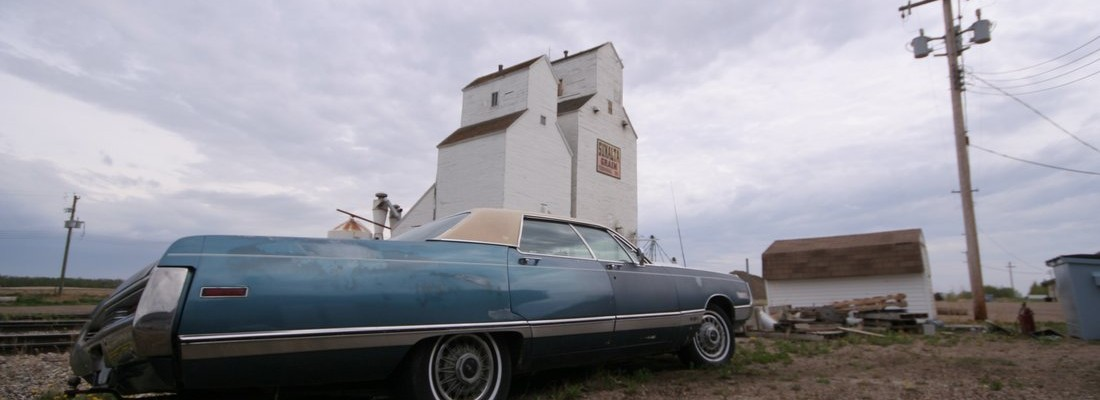 Limousine und Grain Elevator in Stettler, Alberta, Canada