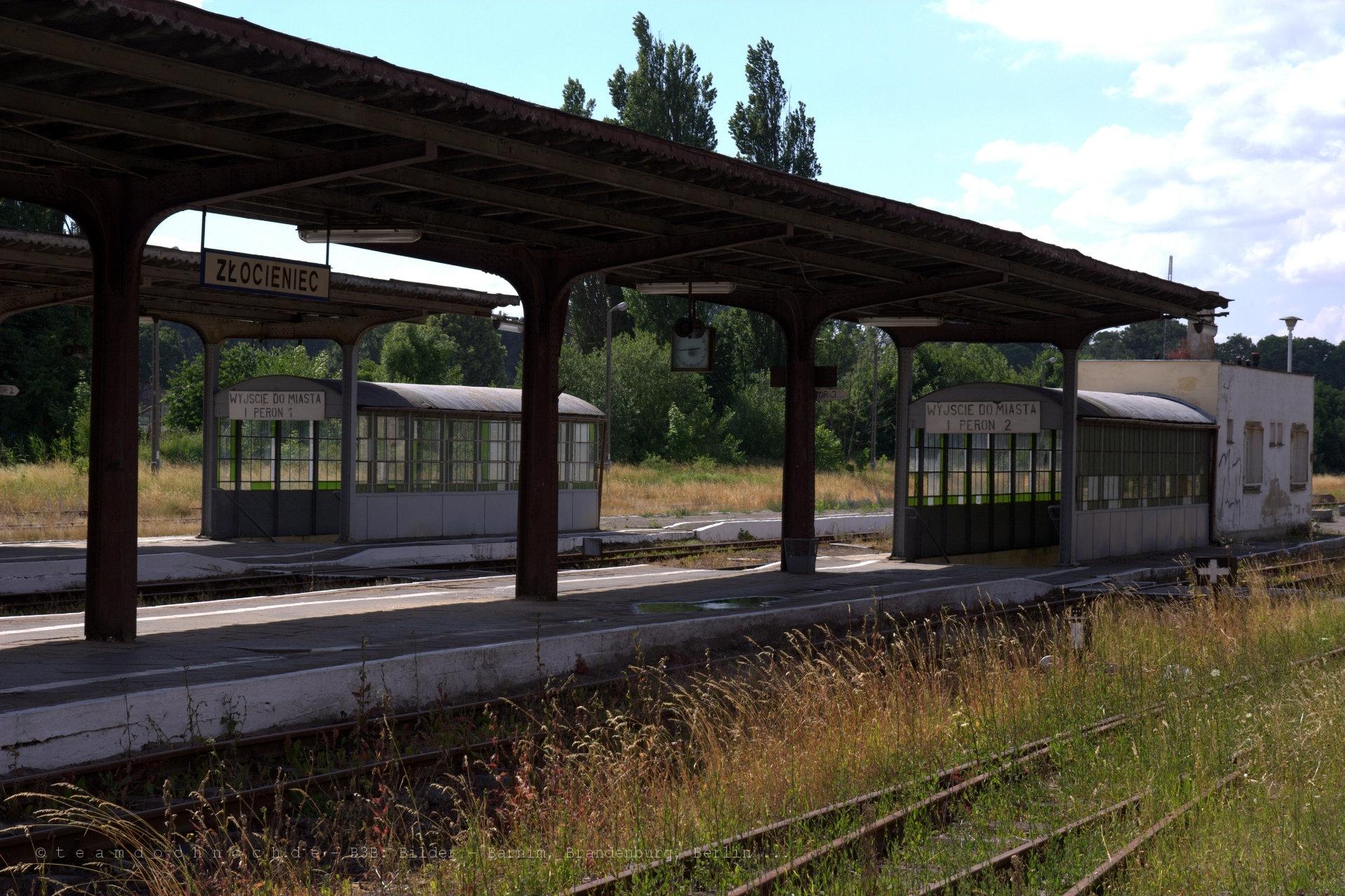 Ein Blick auf die Bahnsteige von Złocieniec