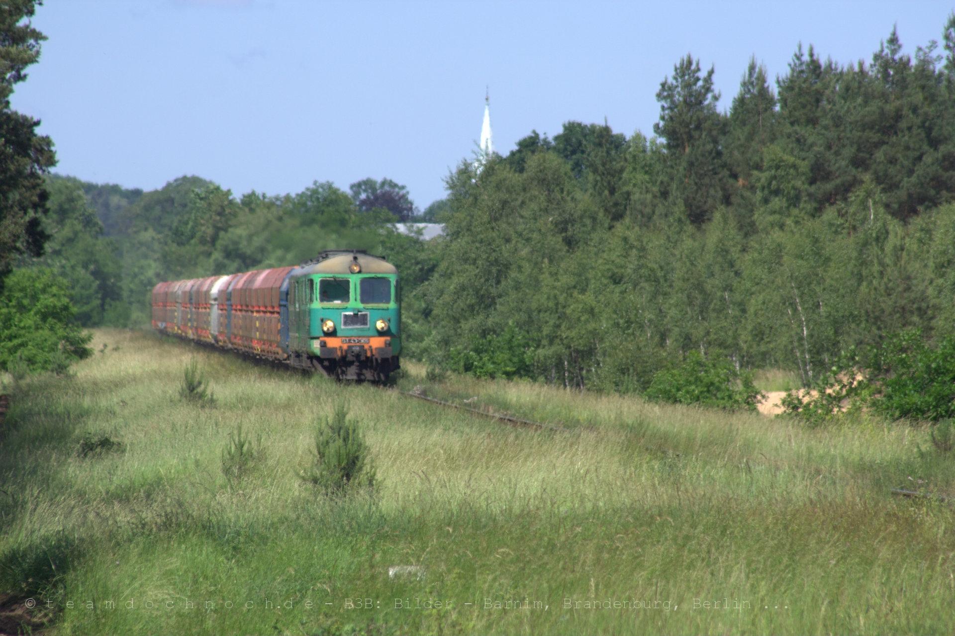 ST43 Doppeltraktion im Hitzeflimmern bei Nietków