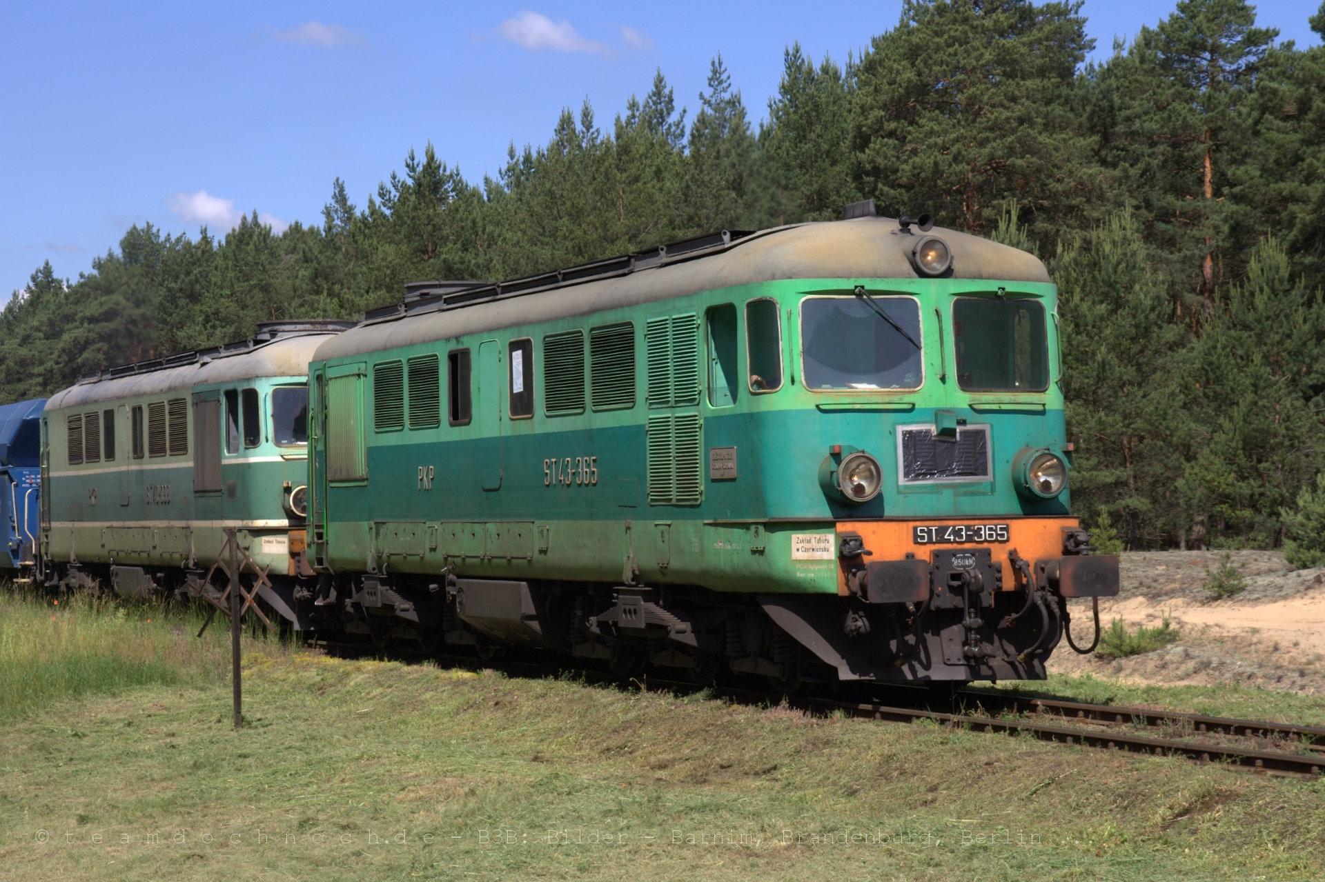 ST43-365 und ST43-399 als Doppeltraktion zwischen Nietków und Czerwieńsk
