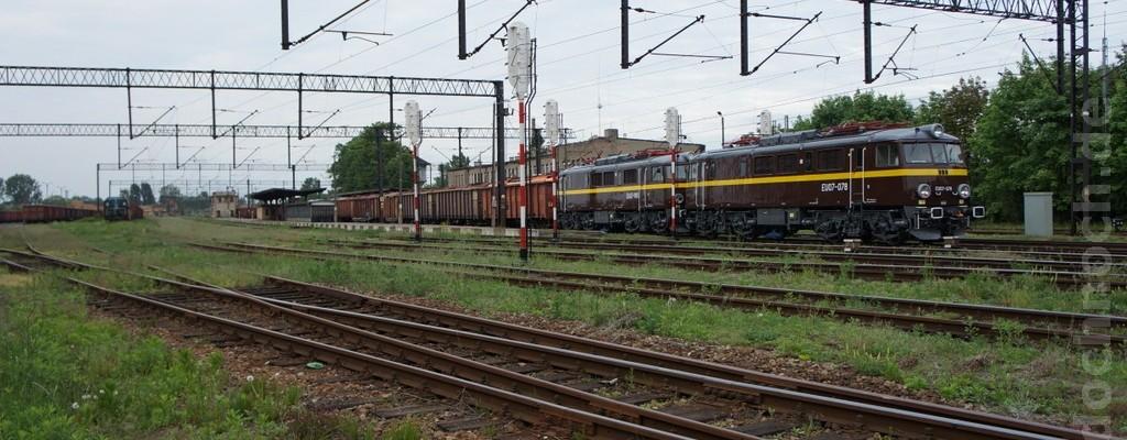 Zwei E-Loks EU07 in Krotoszyn