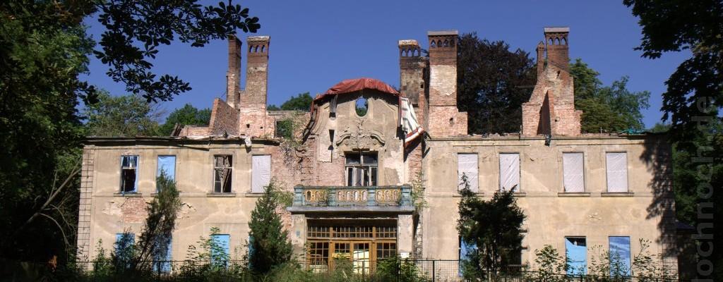 Ruine eines Gutshauses in Lesięcin