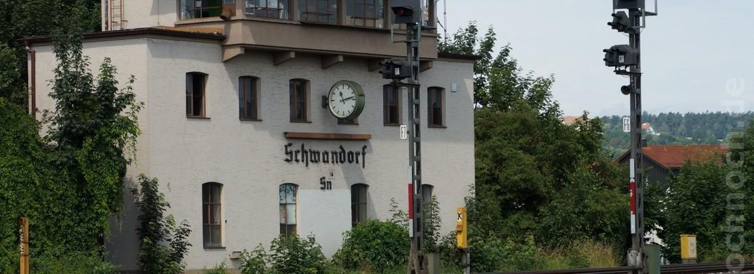 Stellwerk und Gleise in Schwandorf