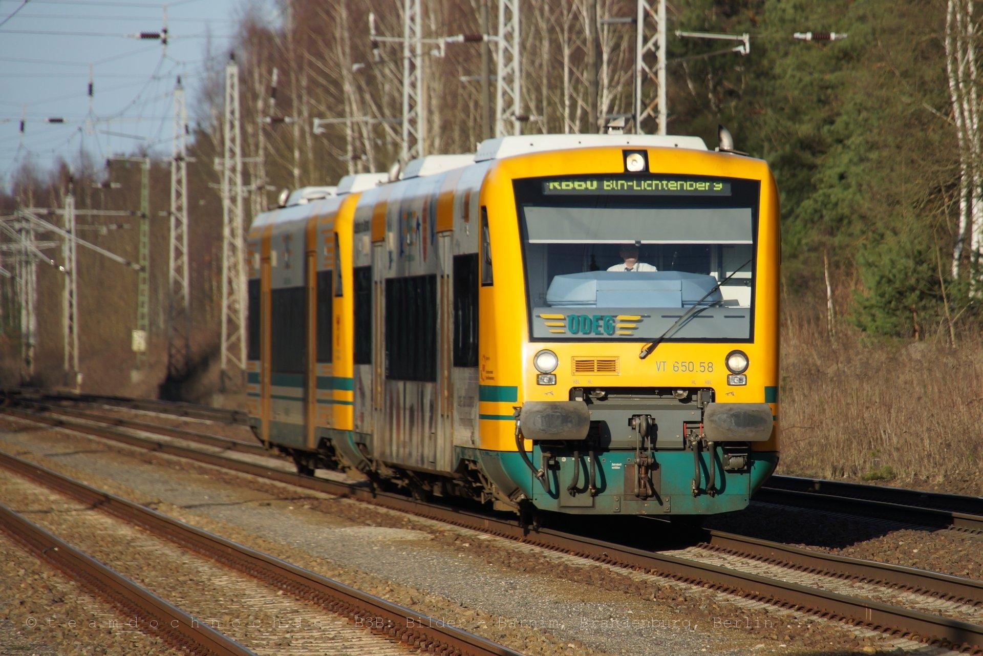 ODEG VT650.58 und VT650.63 als Doppeltraktion im Bahnhof Biesenthal