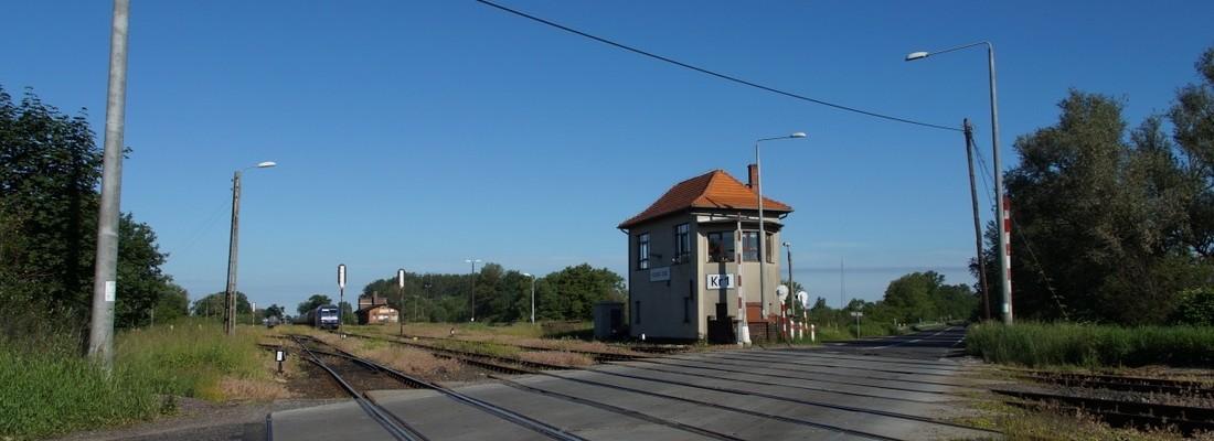 Stellwerk und Bahnübergang in Krosno Odrzańskie