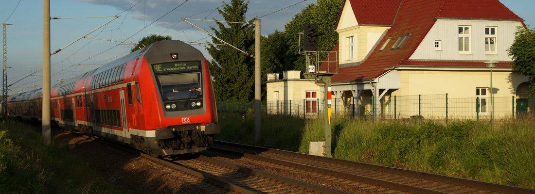 RE1 auf dem Weg nach Berlin Zoologischer Garten