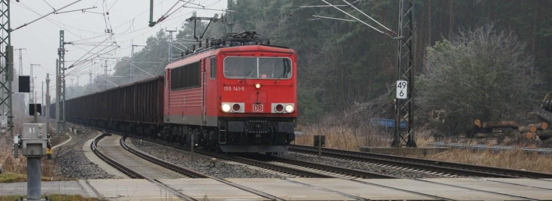 155 141-5 mit einem Güterzug in Halbe