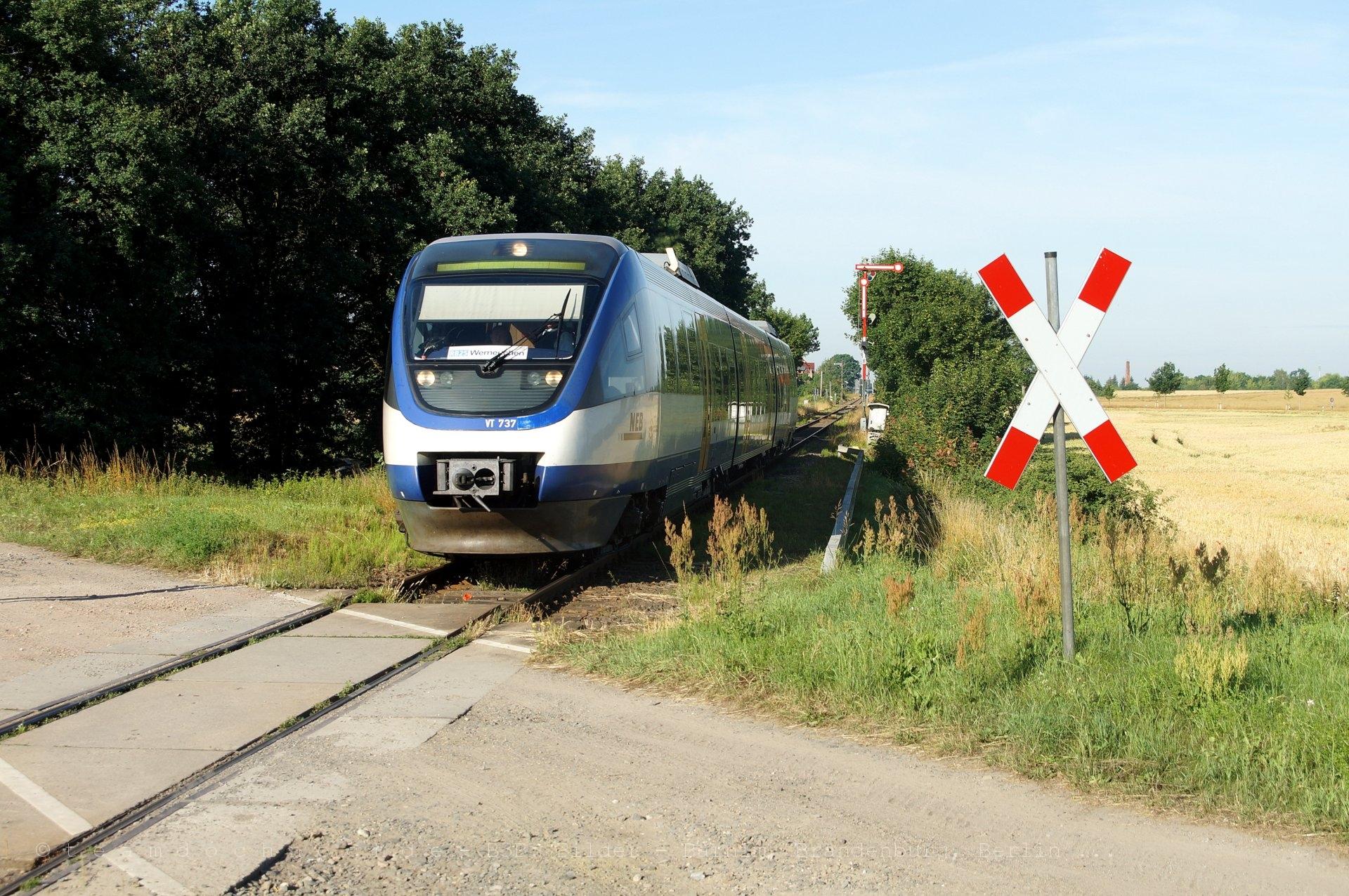 VT737 der NEB in Blumberg kurz vor der Schloßparksiedlung