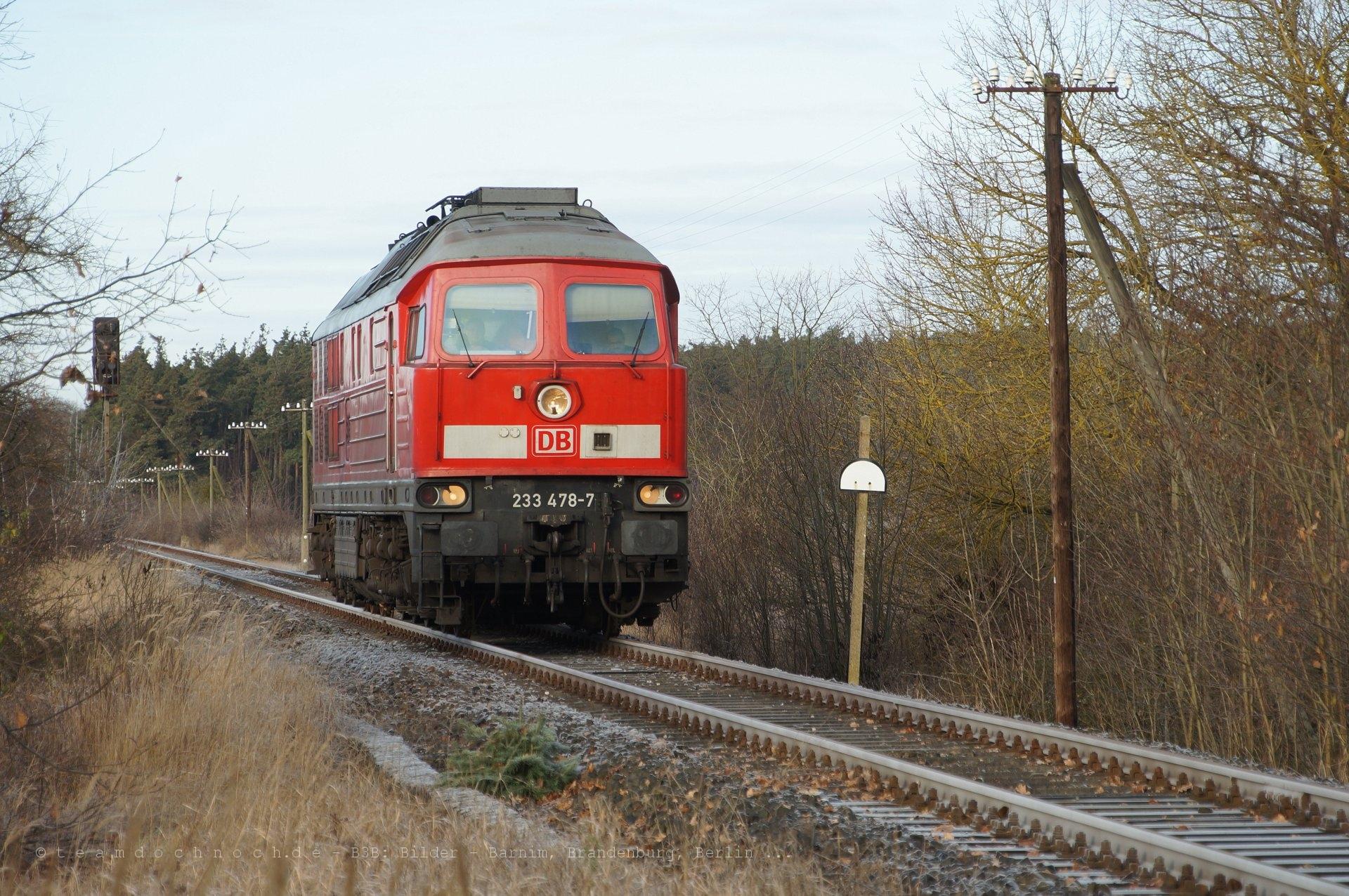 233 478-7 kommt aus Richtung Templin in den Bahnhof Milmersdorf