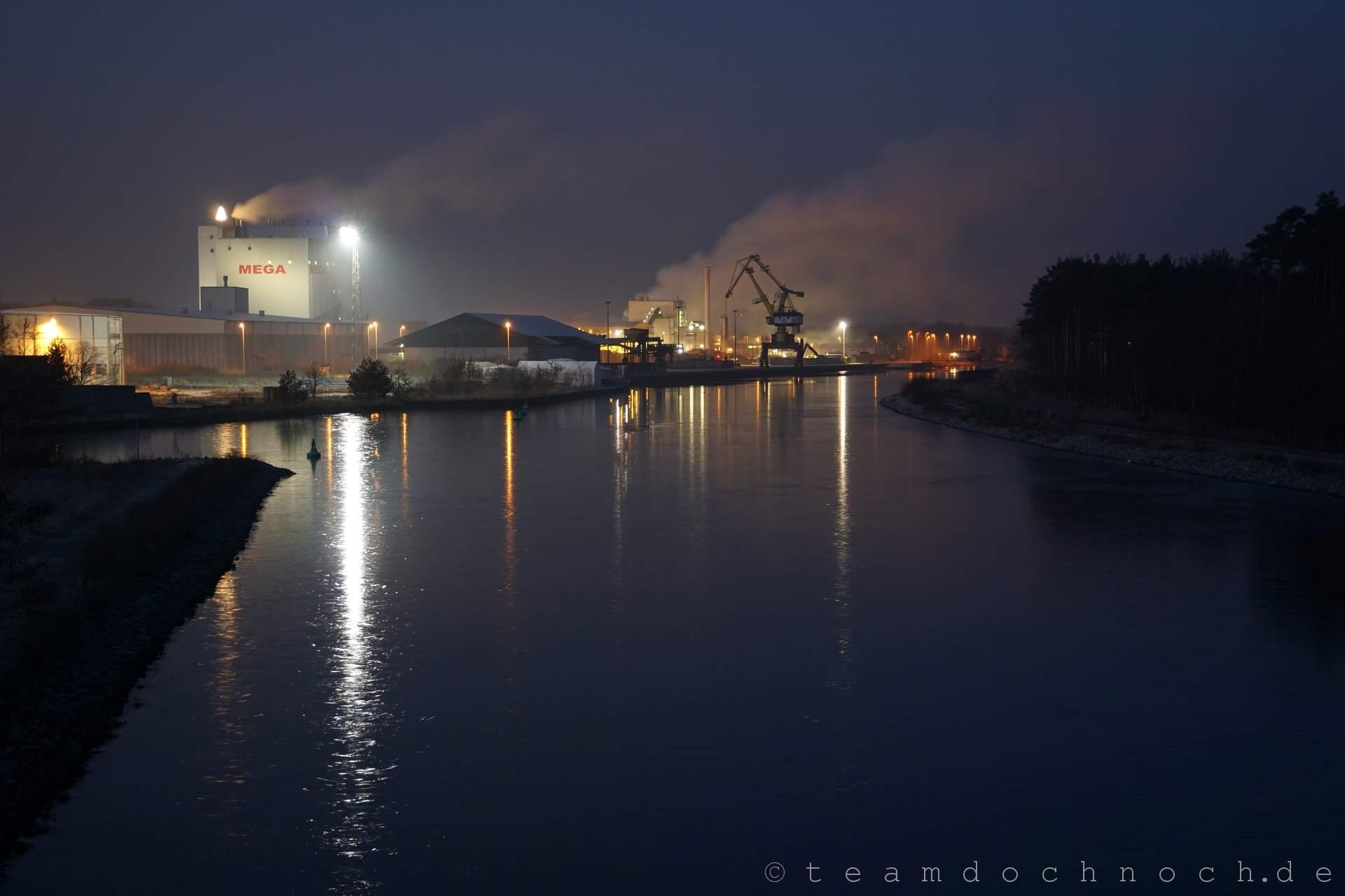 Ein Blick von der Dusterwinkelbrücke am frühen Morgen