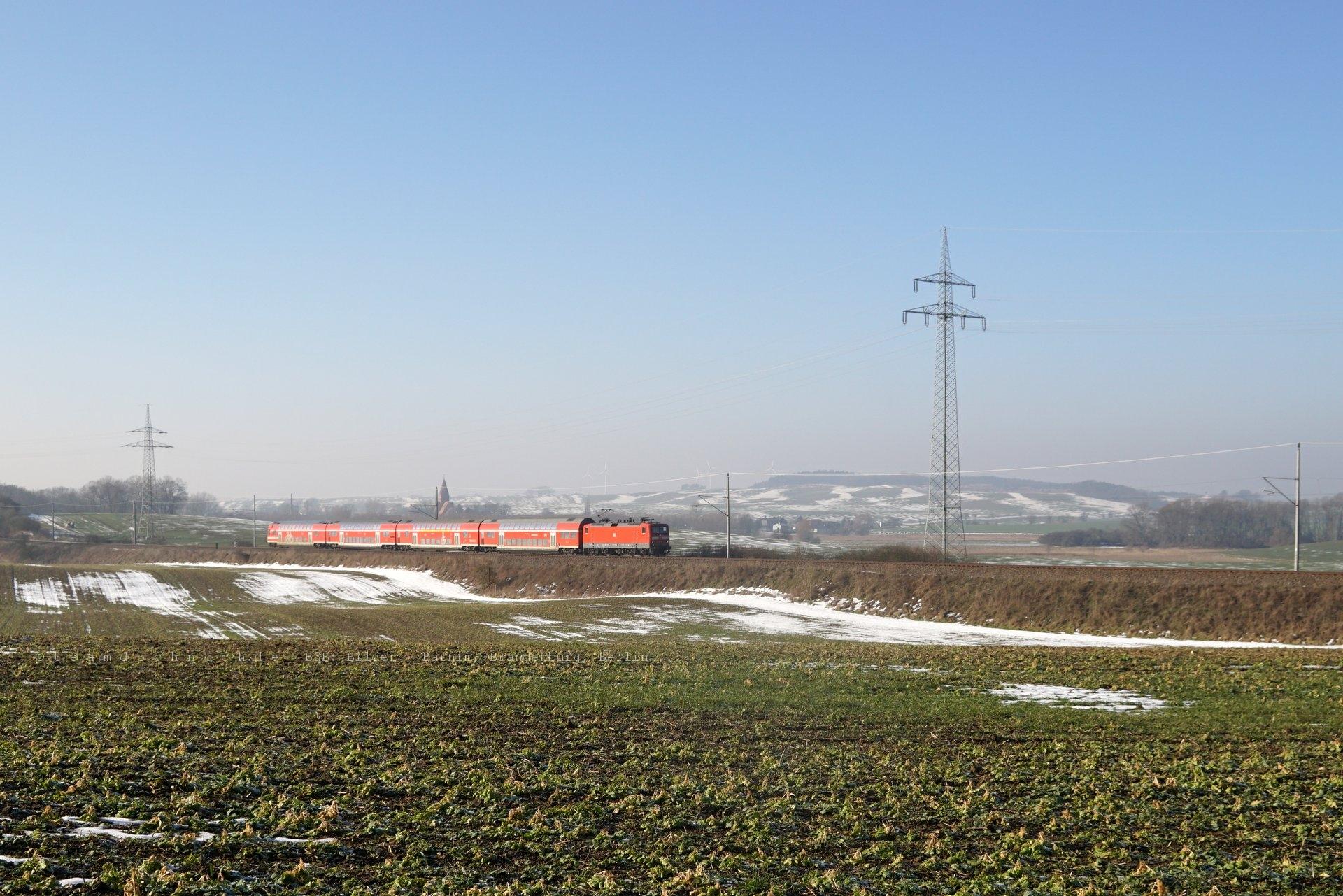 Irgendwo in der Uckermark: RE3 nach Schwedt