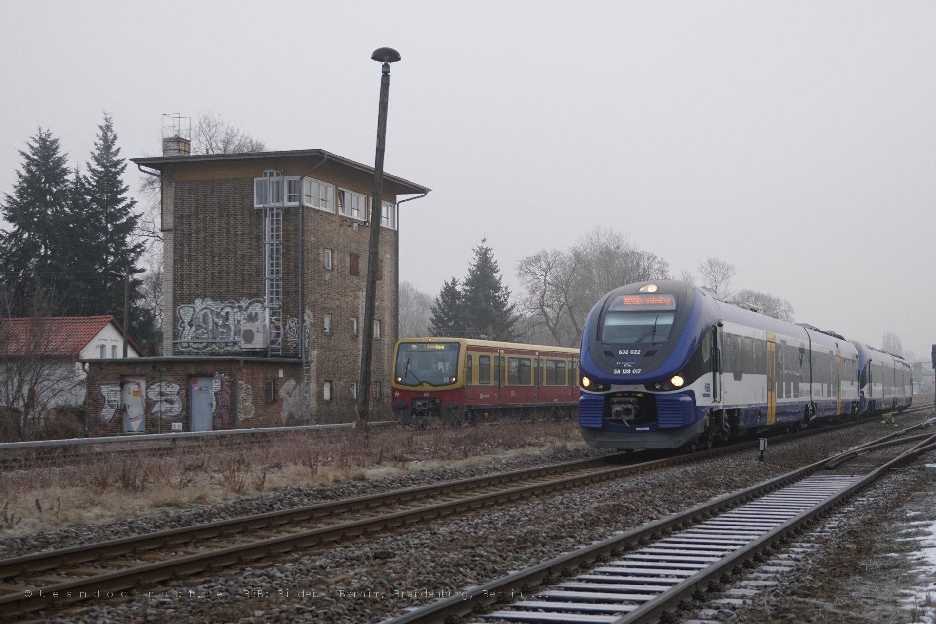 Parallelausfahrt von NEB und S-Bahn am Bahnhof Fredersdorf (b Berlin)