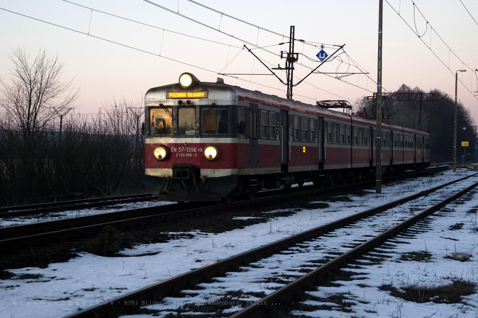 EN57 im Bahnhof Okonek