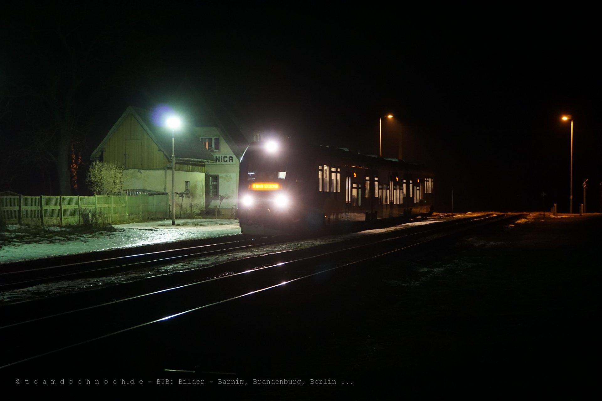 SA136-012am Bahnhof von Rzęśnica (powiat drawski)