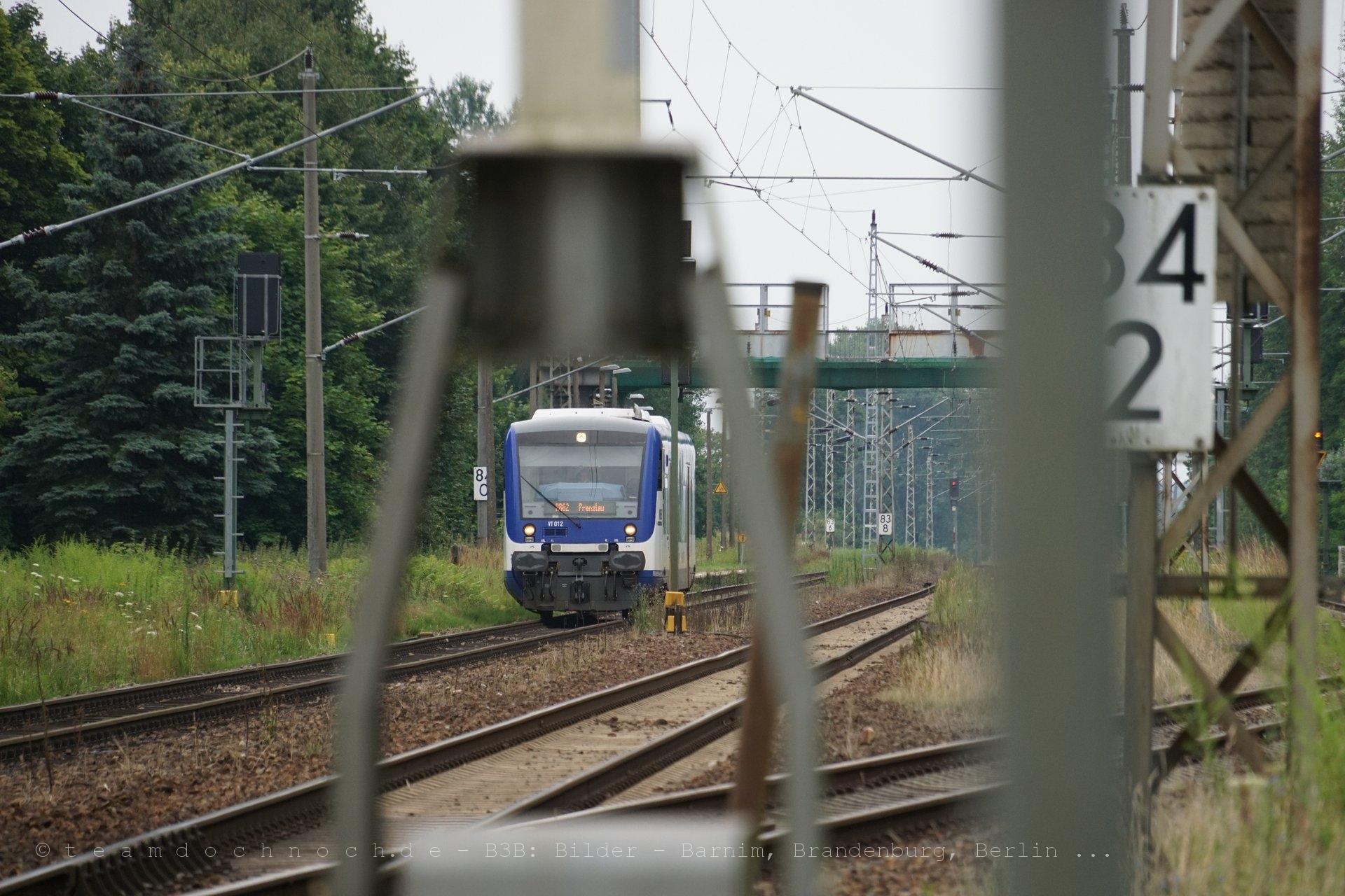VT012 der NEB im Bahnhof Wilmersdorf