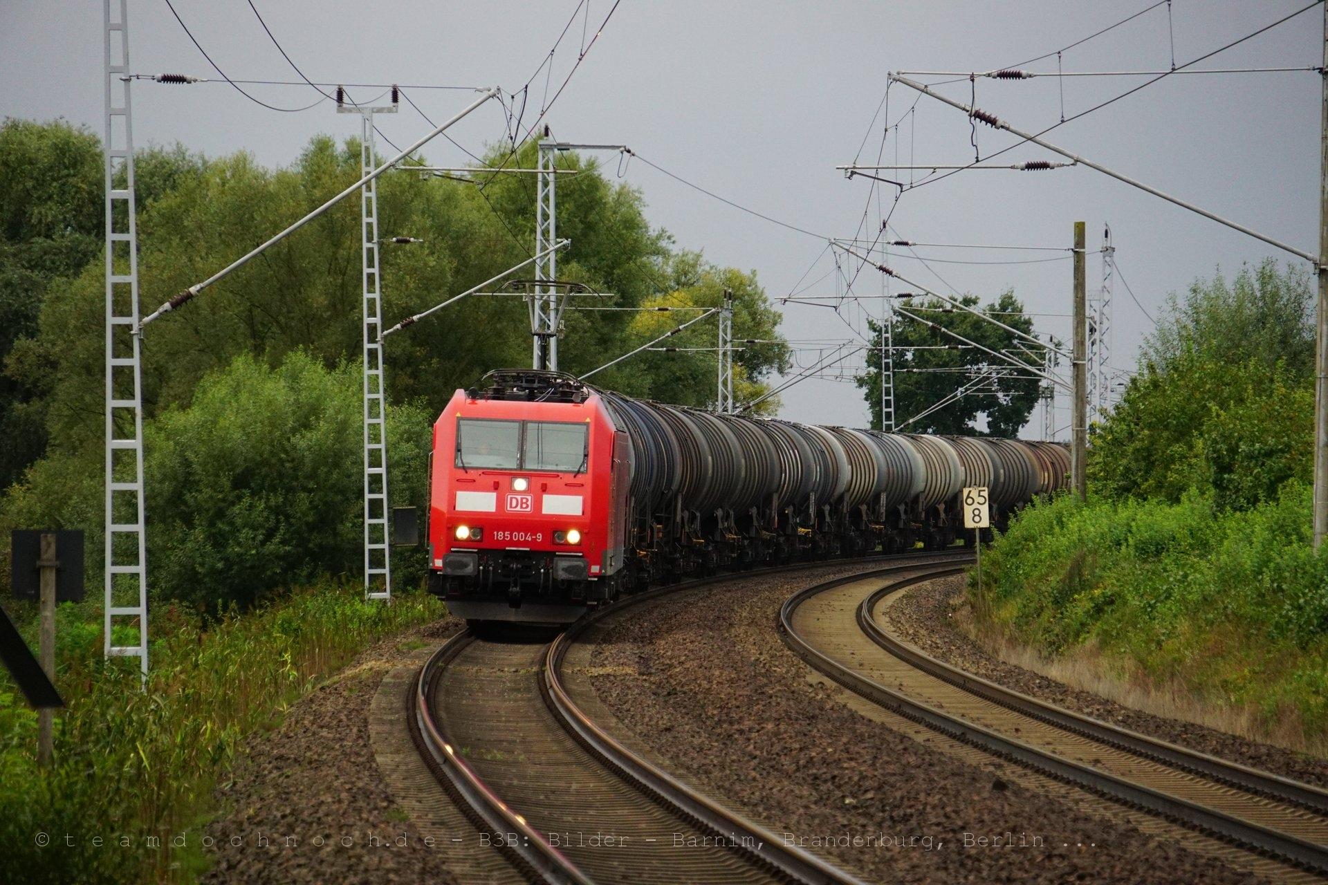 185 004-9 mit einem Kesselwagenzug bei Herzsprung in der Uckermark