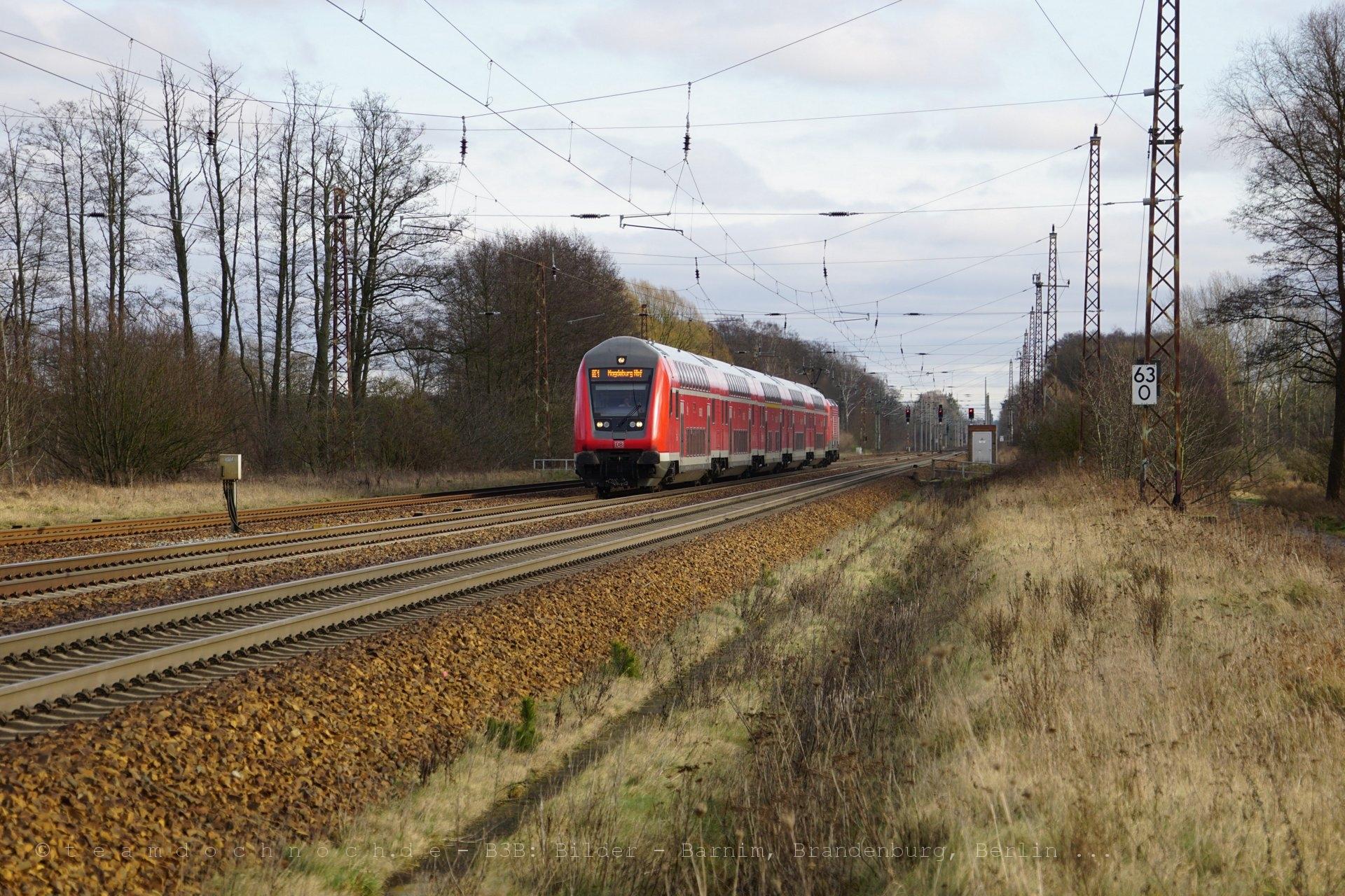 RE1 nach Magdeburg Hbf erreicht den Bahnhof Briesen (Mark)