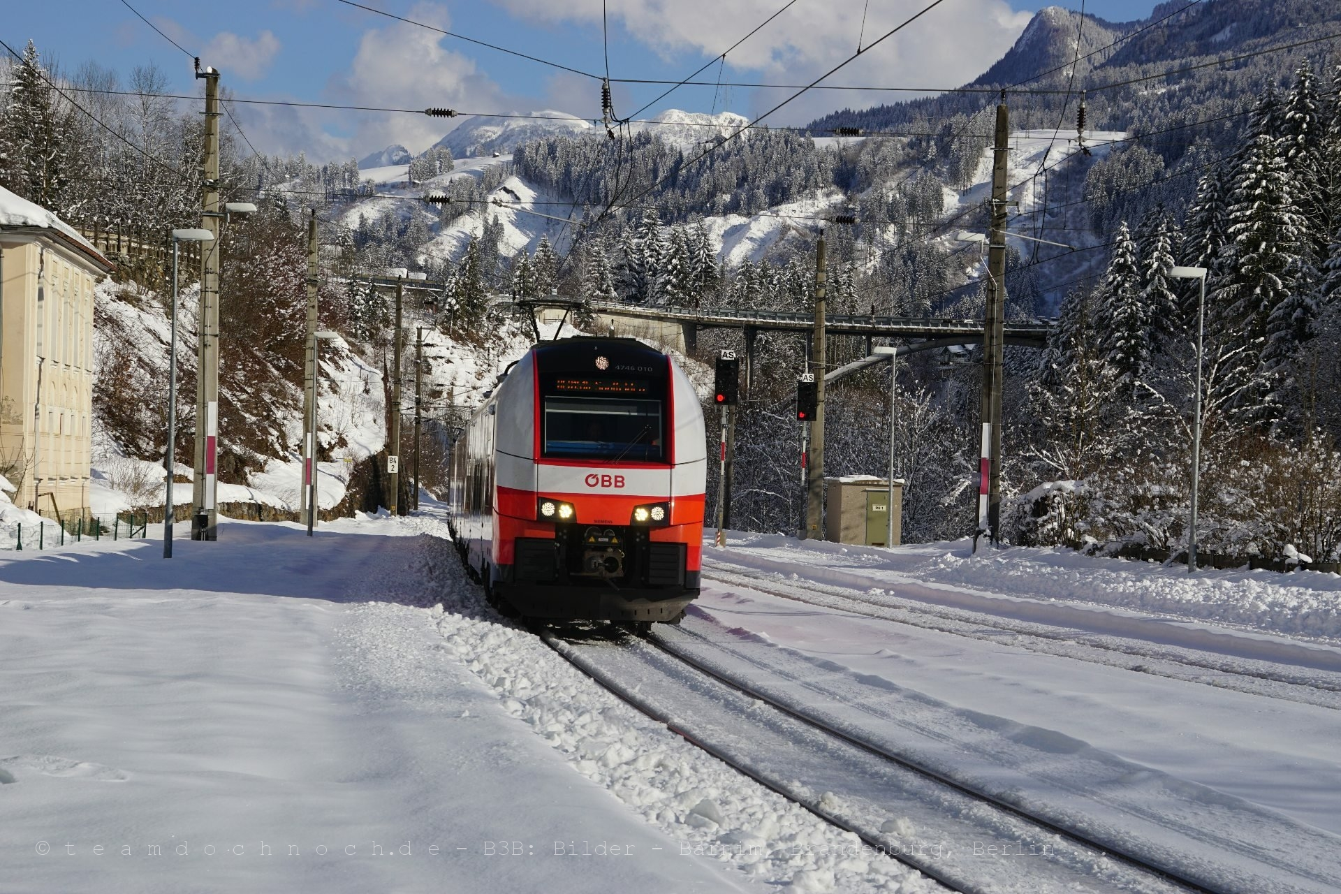 4746 010 als REX1516 im Bahnhof Taxenbach