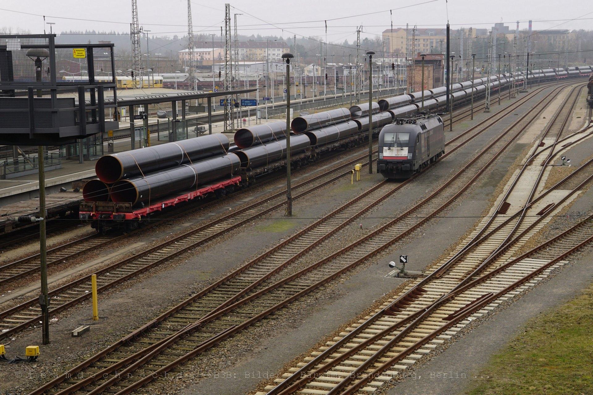 ES 64 U2 070 und der Röhrenzug in Eberswalde Hauptbahnhof