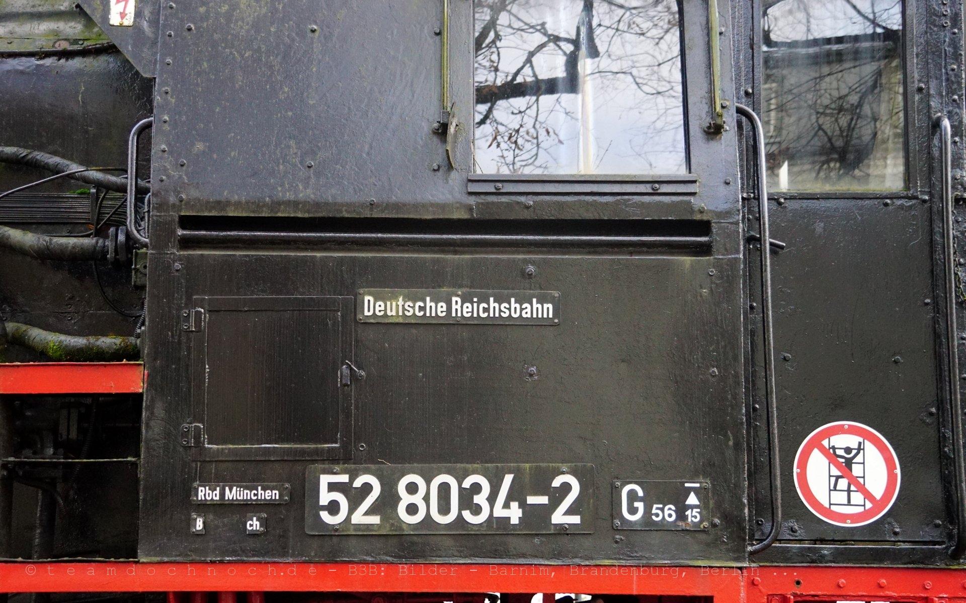 52 8034-2 vor dem Bahnhof Simbach (Inn)