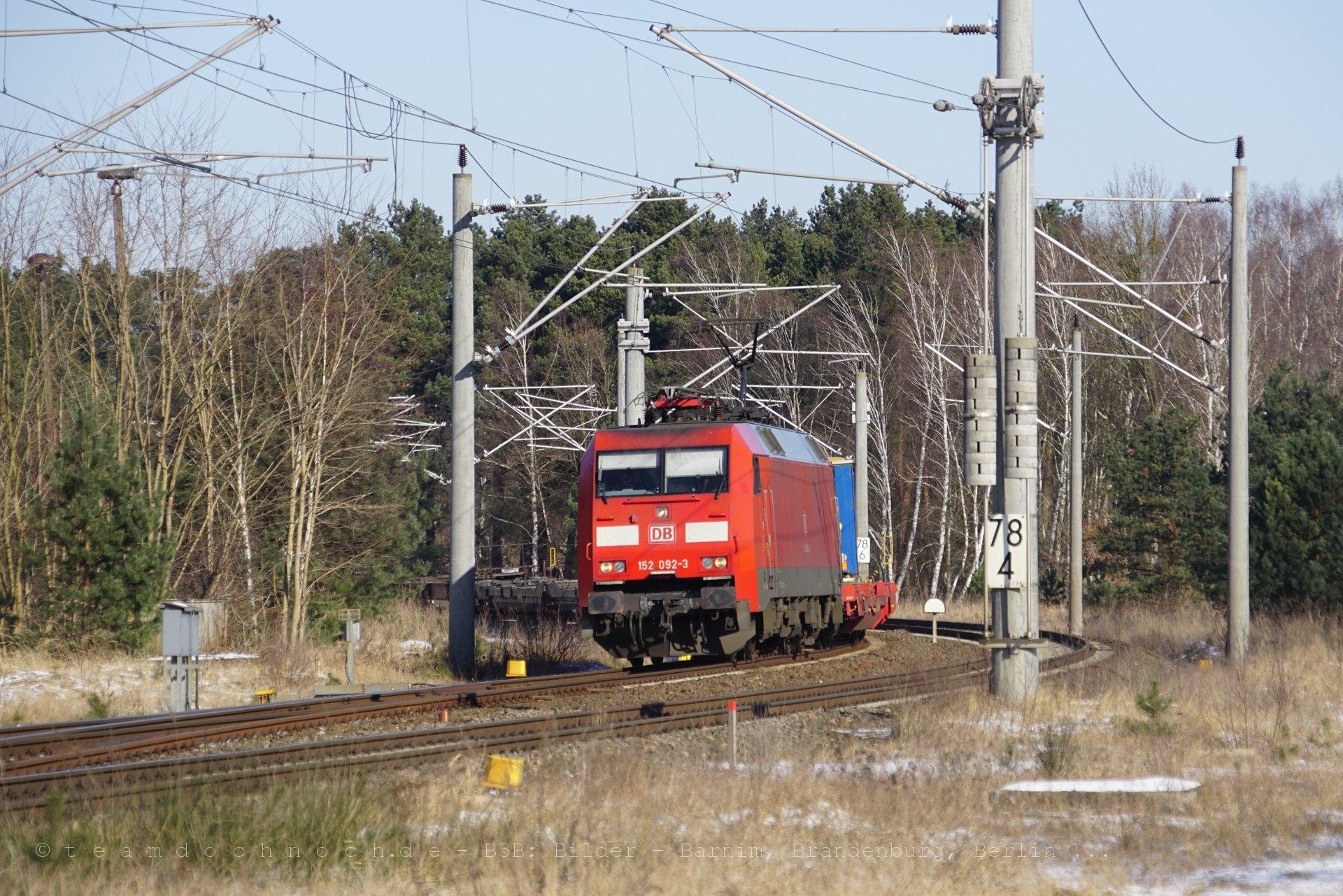 152 092-3 der DB AG mit dem Walterzug