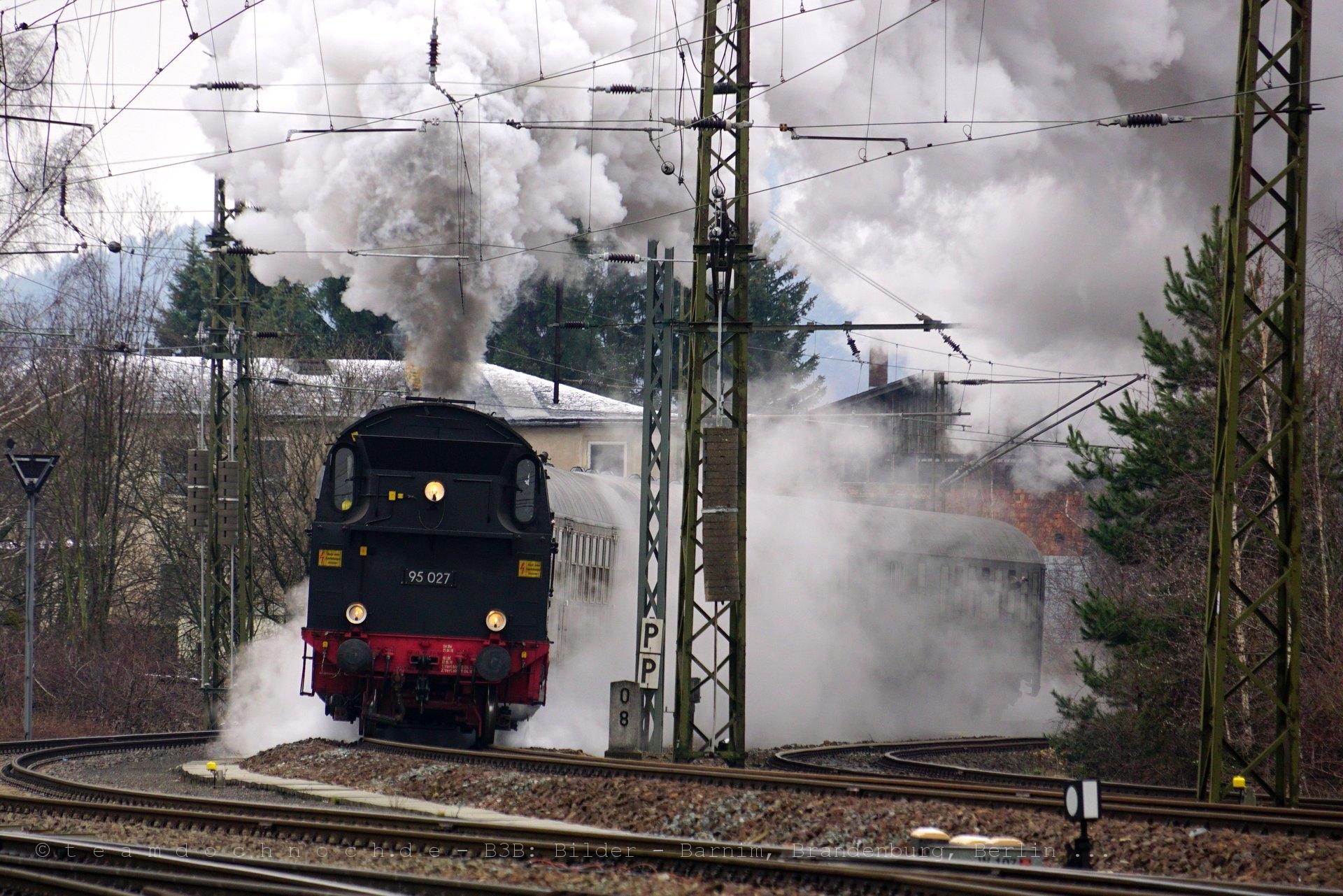 Der Sonderzug mit 95 027 verläßt zum zweiten mal am heutigen Tag den Bahnhof von Blankenburg/Harz