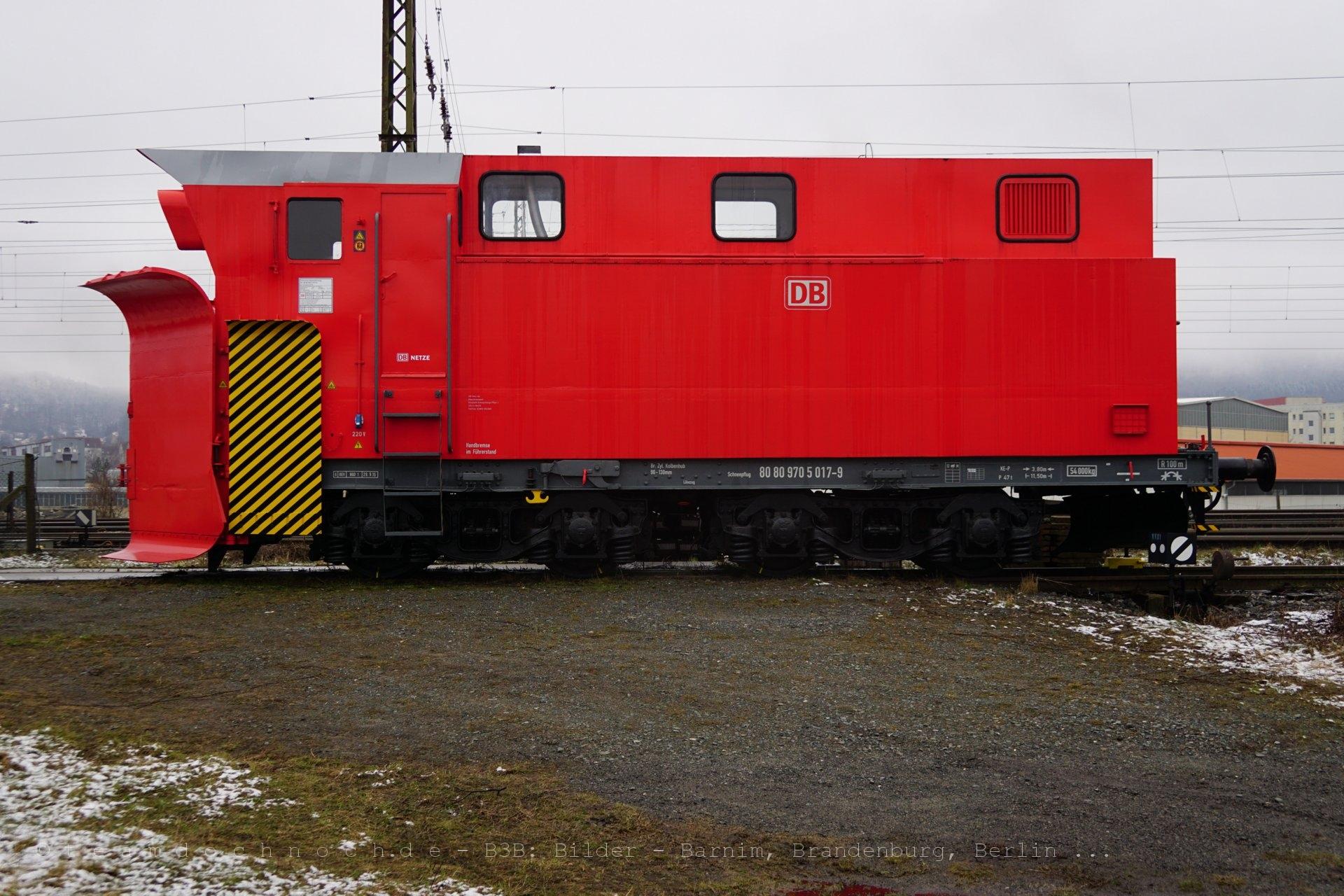 Schneepflug der DB AG im Bahnhof Blankenburg / Harz