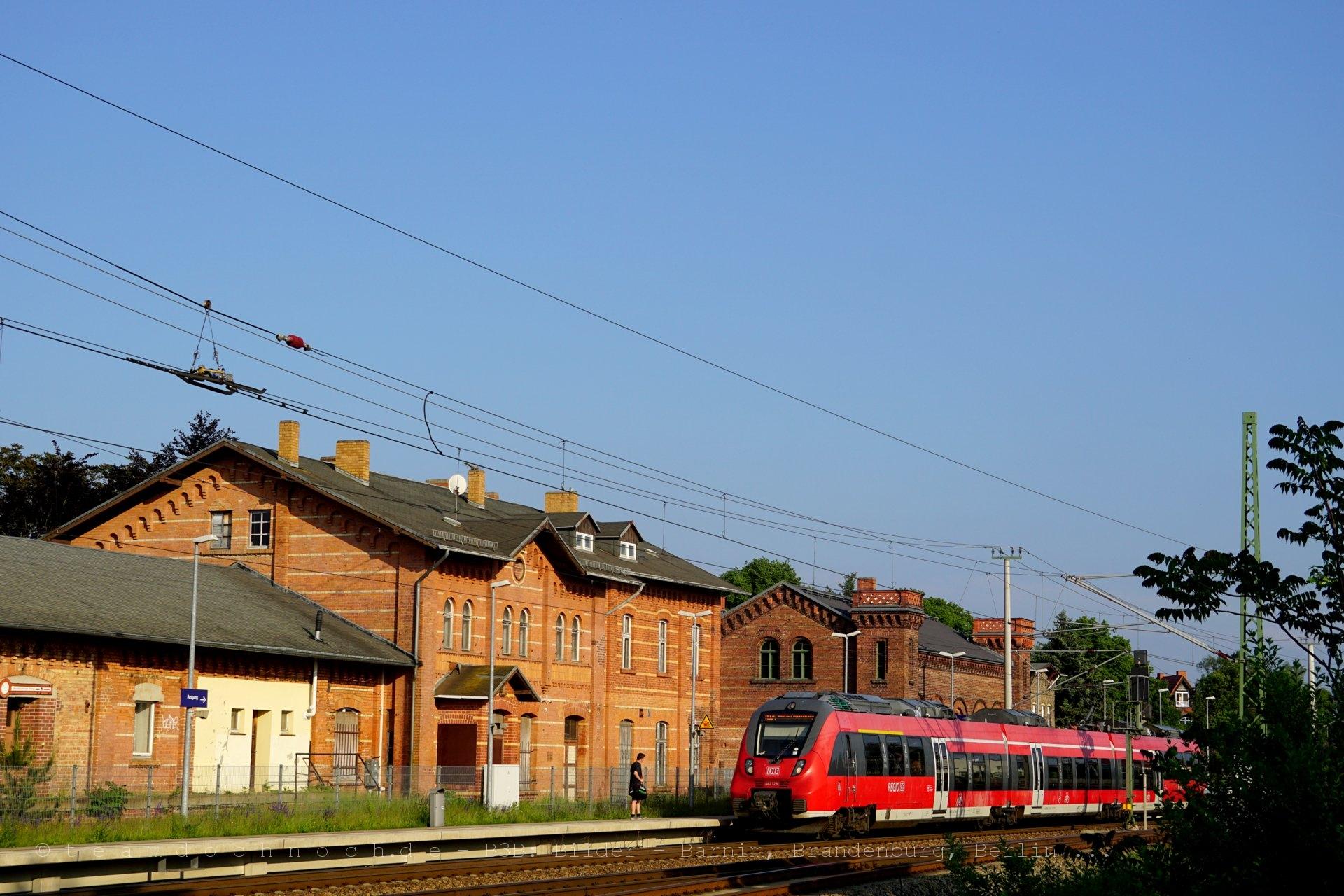 Regionalbahn nach Berlin Lichtenberg im Bahnhof Halbe