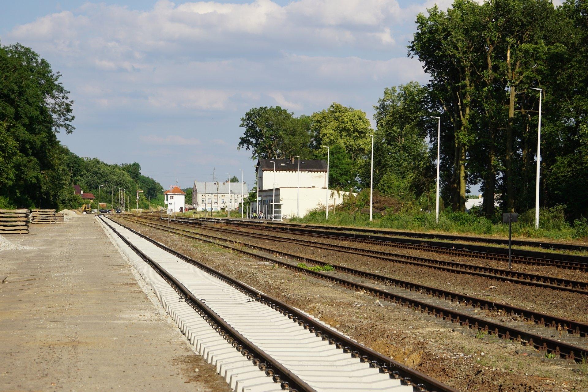 Gleisbau am Bahnhof von Nowe Drezdenko
