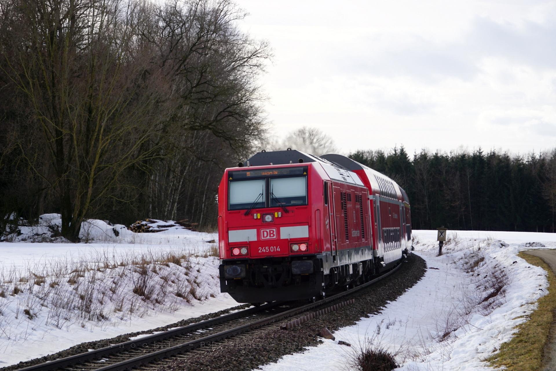 245 014 mit der RB27042 nach München HBf in Schwarzhölzl, 3,1 km östlich von Walpertskirchen
