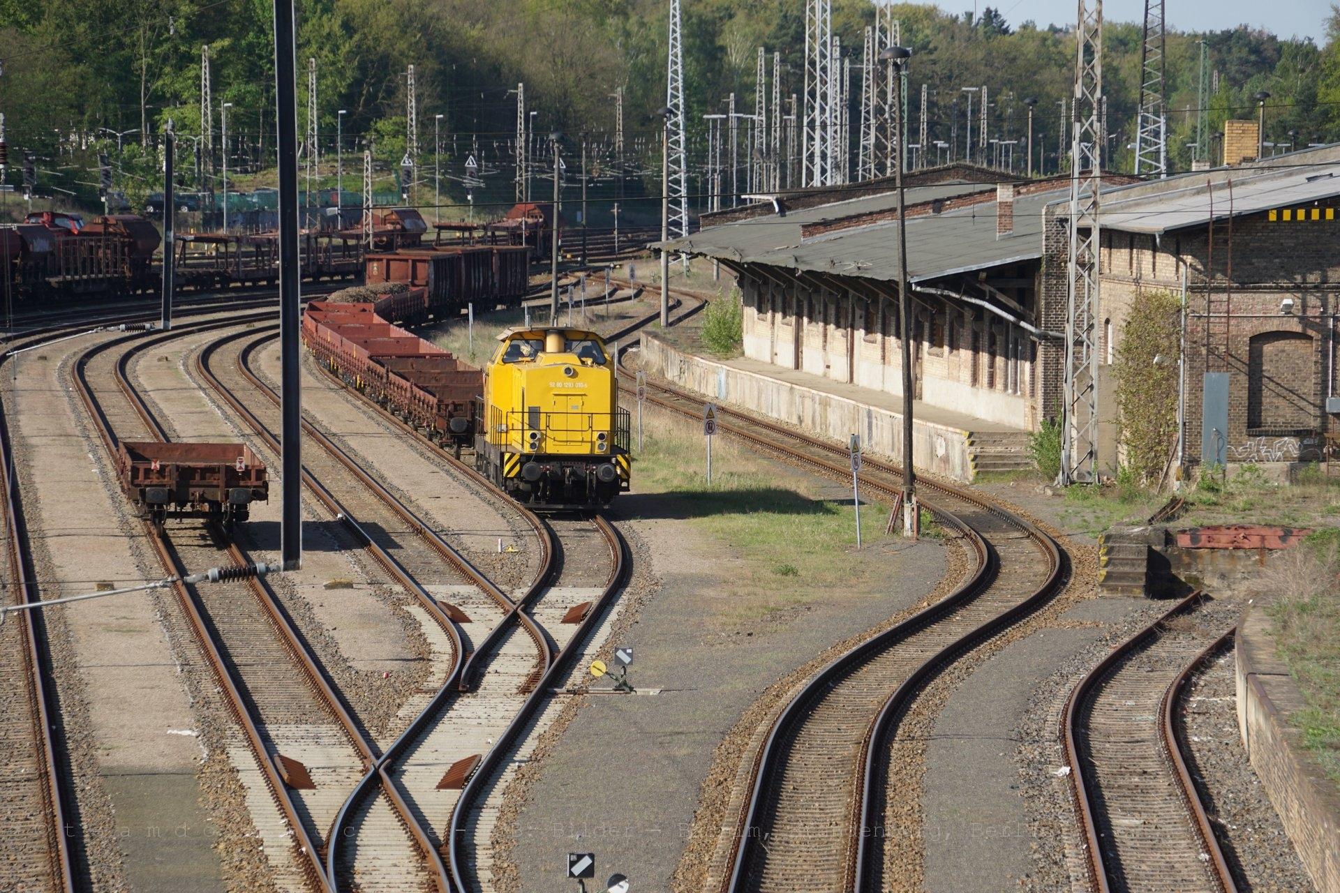 Bauzuglok im Bahnhof Eberswalde
