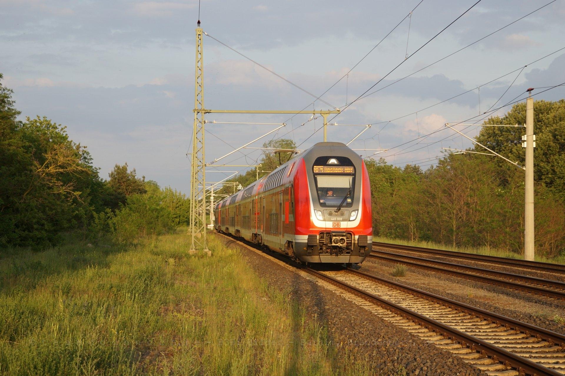 445 008 im Bahnhof Kratzeburg