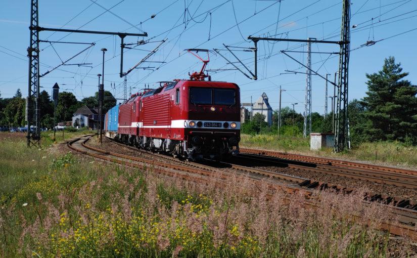 Zwei mal Reihe 243 in Fürstenberg/Havel