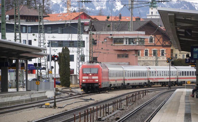 EC Dachstein  – Saarbrücken – Graz bei Einfahrt in den Bahnhof Traunstein