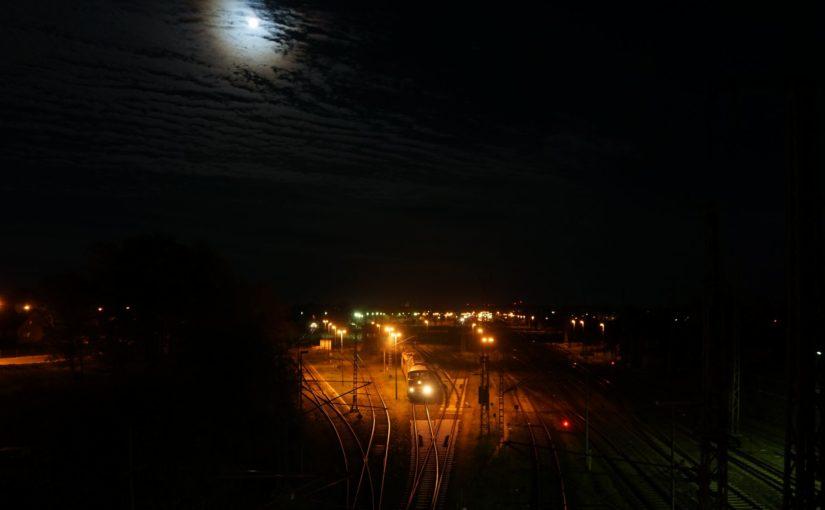 Der Mond und die Bahn