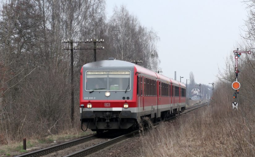 628 698-3 verläßt den Bahnhof Rehfelde