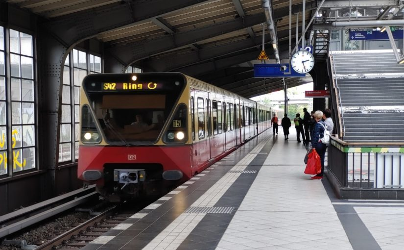 S42 (Ringbahn) im Bahnhof Westkreuz
