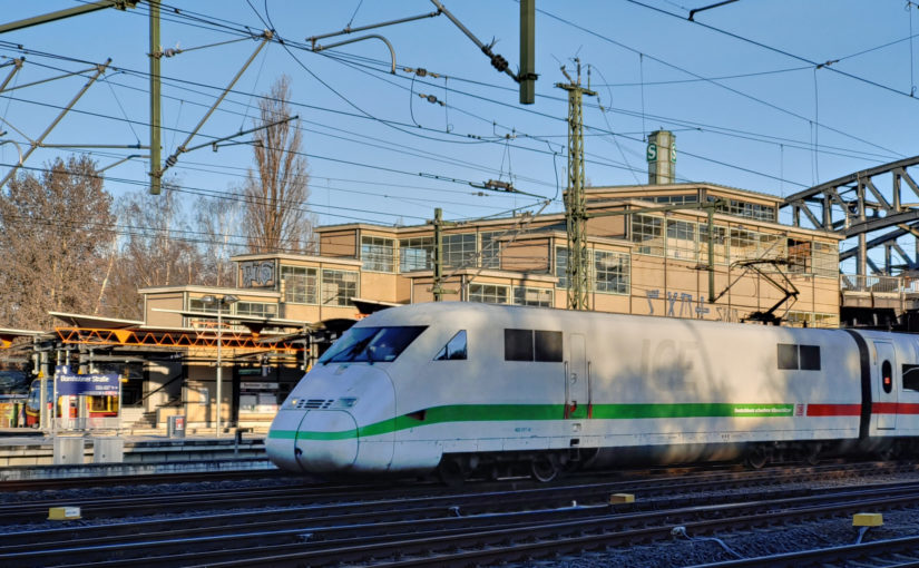 ICE 402 017-8 am S-Bahnhof Bornholmer Straße