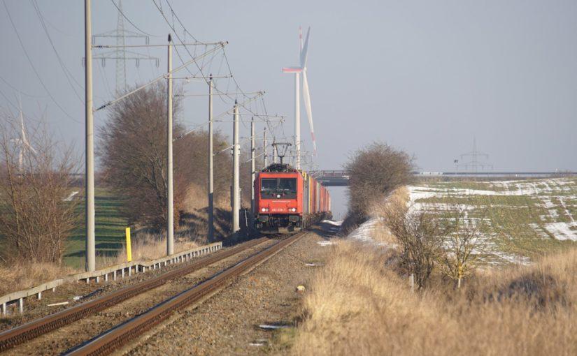 SBB Cargo mit einem Containerzug auf der Angermünde Schwedter Eisenbahn