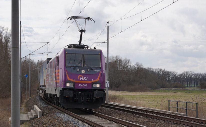 HSL 186 383 mit dem Walterzug