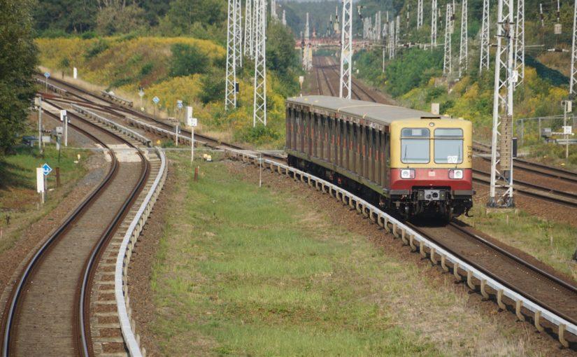 S8 nach Birkenwerder verläßt den Bahnhof Schönfließ