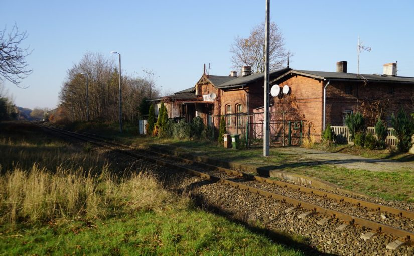 altes Empfangsgebäude am Bahnhof Nietków