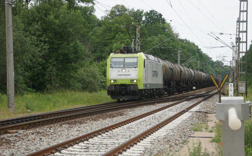 Captrain 185 543-6 mit einem Zug aus Kesselwagen in Wilmersdorf