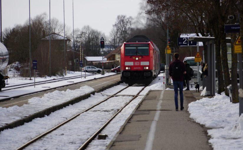 245 015 bei Einfahrt in den Bahnhof Dorfen