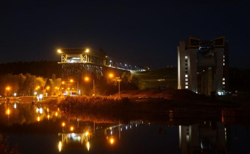 Die Schiffshebewerke in Niederfinow bei Nacht