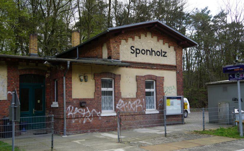 Empfangsgebäude des Bahnhofs Sponholz